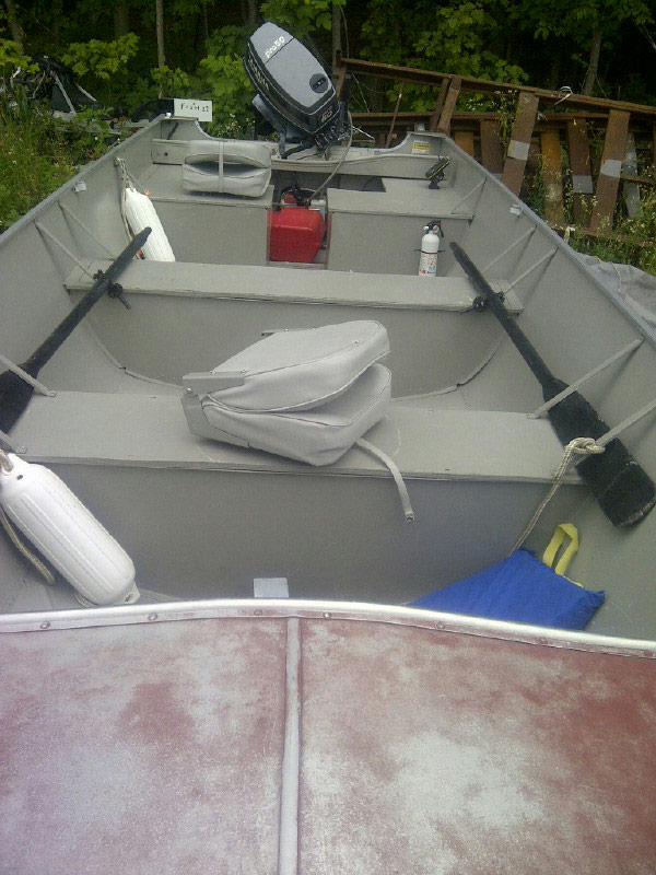 18' Lund Fishing Boat seating area