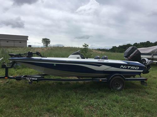 Side view of 17' Nitro 700 LX Fishing Boat